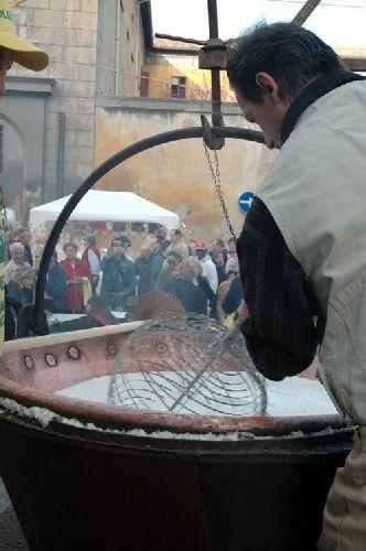 Фестиваль жареных каштанов в италии