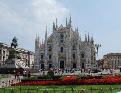 ''Duomo di Milano'' - шедевр готического стиля, второй по величине христианский собор в мире