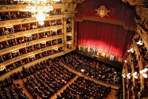 Роскошный концертный зал 'Teatro alla Scala''