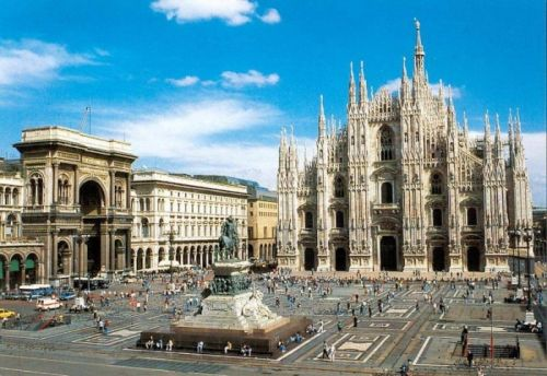 Главная площадь Милана - Соборная площадь ''Piazza del Duomo'', от которой легко добраться в абсолютно любой район города
