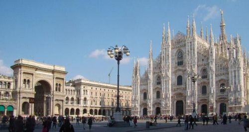 Милан - не только деловой и шоппинг центр, это ещё масса исторических мест и древнейших достопримечательностей
