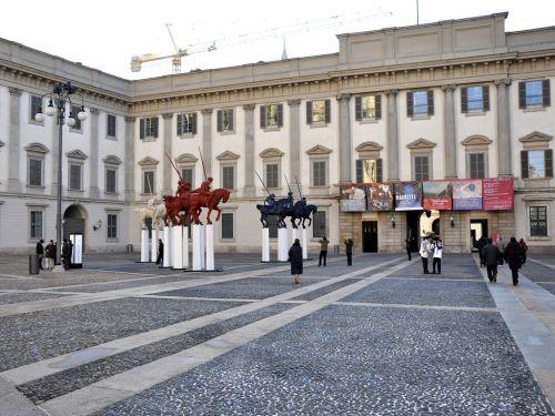 Королевский дворец использовался вплоть до 1943 г., однако после подвергся бомбардировкам, сегодня во дворце распологается музей