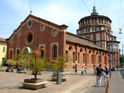 ''Chiesa e Convento Domenicano di Santa Maria delle Grazie'' расположена в западной части города на одноимённой площади