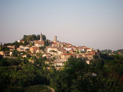 Восточней Турина расположен город Алессандрия