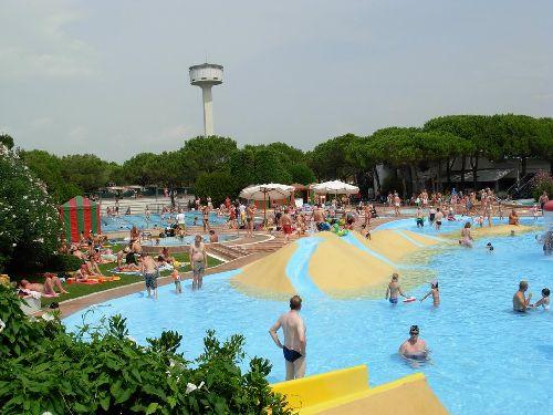 В Италии очень любят водные забавы, поэтому практически в каждом крупном городе Вы найдете как минимум один аквапарк