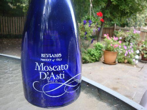 В Асти производят известнейшее сладкое игристое вино Moscato