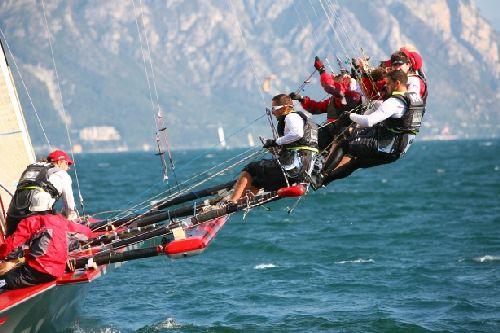 Соревнование по парусном спорту ''Centomiglia'' устраивается на озере Гарда, что в часе езды от Милана
