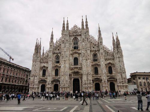Октябрь в Милане - сравнительно тёплый месяц, но солнце балует своим появлением гораздо реже