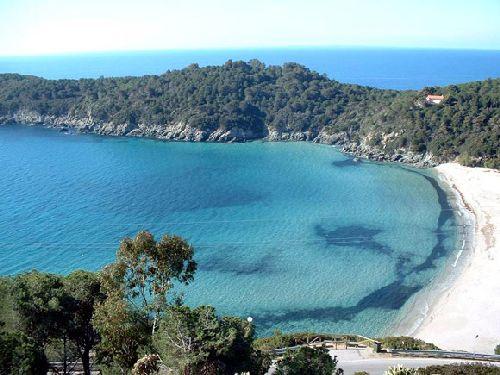 Остров Эльба славится чистейшим морем и входит в национальный парк Тосканского архипелага