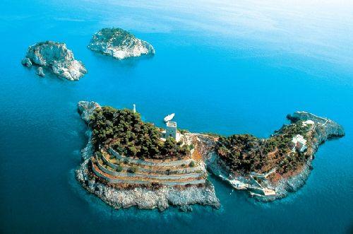 Всего Италии принадлежат около 700 островов, однако лишь их малая часть доступна для туристов