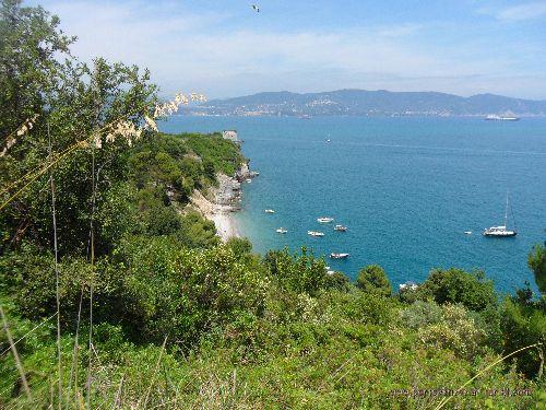 Остров Пальмария - самый крупный остров в Лигурии, славящийся  множеством пешеходных троп, которые проходят через горы, скалы, леса, равнины и древние руины