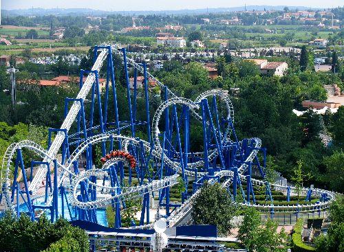 Гардаленд - самый првый парк развлечений в Италии, самым популярным аттракционом которого считается Голубой Торнадо