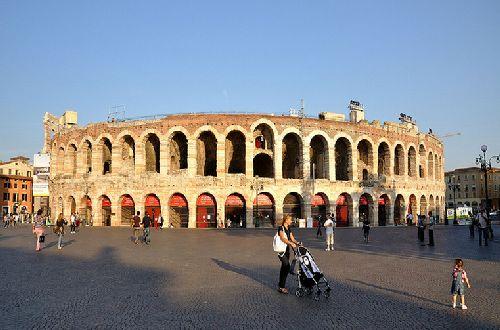 Амфитеатр в Вероне лишь немного уступает в размерах Коллизею