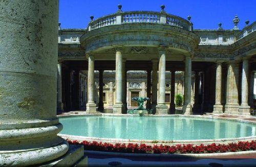Монтекатини-Терме — итальянский старинный городок, являющийся одним из самых известных бальнеологических курортов