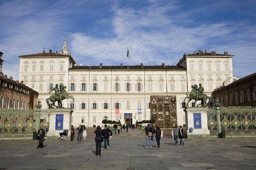 Одна из главных достопримечательностей Турина - бывший Королевский Дворец