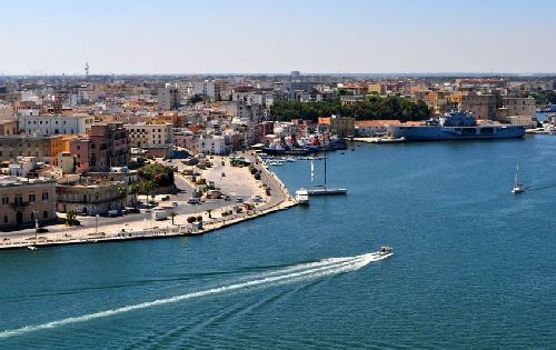 Бриндизи находится в самом основание 'каблука' и является важным морским портом и отправной точкой для вылазок в соседние средиземноморские страны