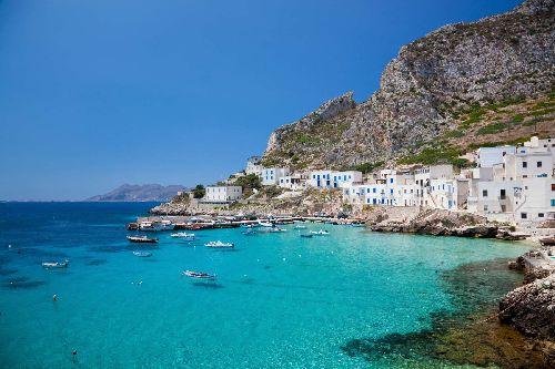 Несмотря на свей 'мафиозное прошлое', остров является идиллическим, спокойным и красивым местом
