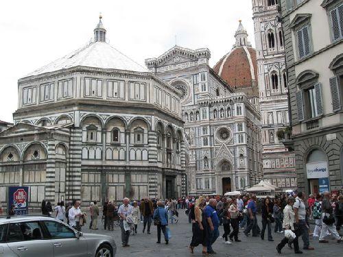 В октябре Флоренция ''видит'' немного больше осадков, но дождливым этот месяц не назовёшь