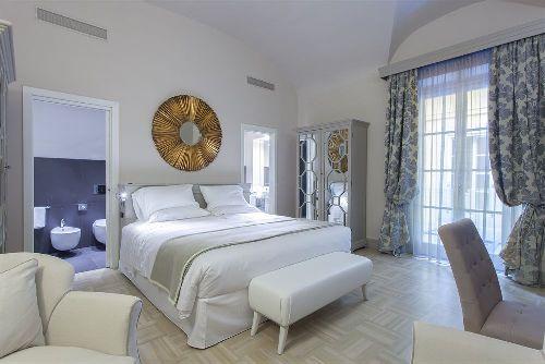 Просторный люкс в пастельных тонах в отеле ''Firenze Number Nine''