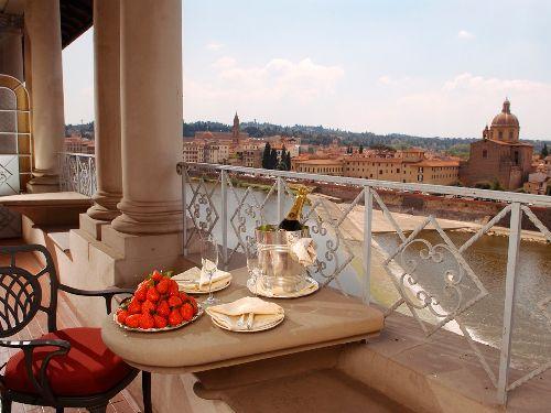 Знакомьтесь с ручной подборкой действительно лучших отелей Флоренции, отличающихся высоким уровнем сервиса и безупречной репутацией
