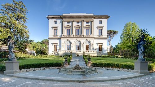 Занимающий здание 19 в. ''Grand Hotel Villa Cora'' - фешенебельный отель, находящийся под управлением престижной гостиничной сети ''Whythebest Hotels''
