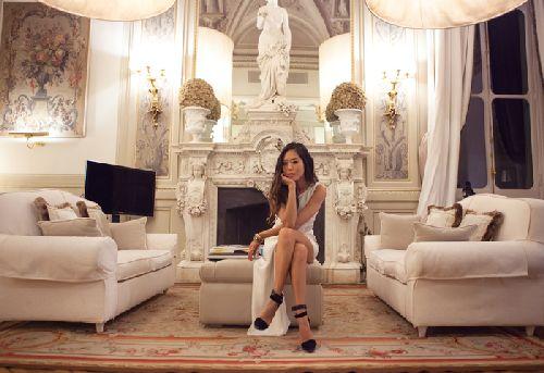 Атрибуты роскошной жизни встречаются в ''Grand Hotel Villa Cora'' ещё в холле