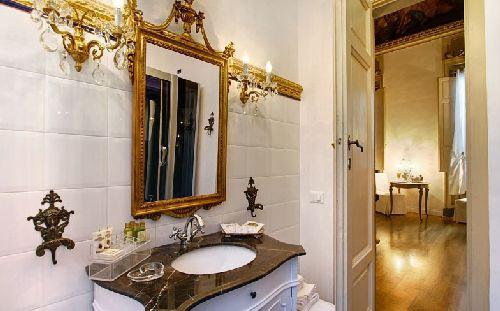 Ванная комната в ''Palazzo Tolomei''