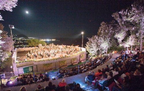 Концерт классической музыки при свете луны в Giardini la Mortella
