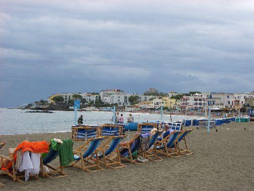 В первой половине осени на острове царит очень тёплая погода