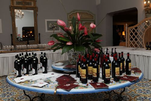 Винный фестиваль ''Ischia Vintage'' в холле одного из отелей острова