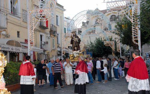 Пышные торжества в честь дня рождения San Giovan Giuseppe della Croce
