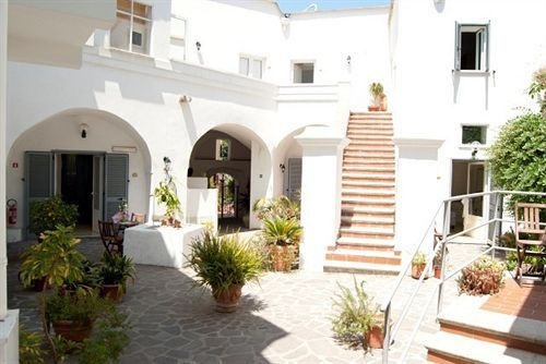 Фасад ''Albergo Villa Giusto''