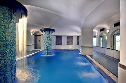 В спа-центре вы обнаружите крытый бассейн с термальной водой