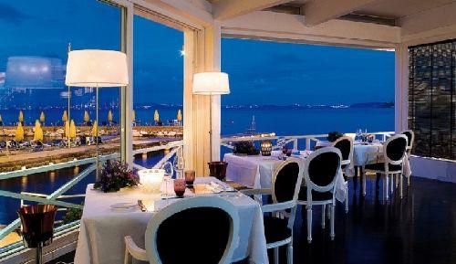 В ресторане можно любоваться изумительными закатами