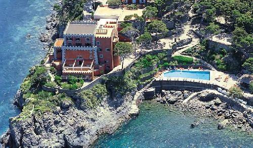 Вид на ''Mezzatorre Resort & Spa'' с высоты птичьего полёта