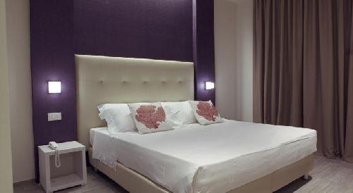 Номера в ''L'Hotel'' имеют простой, но приятный дизайн