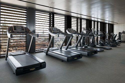 Для поддержания фигуры клиентов в форме в отеле был оборудован тренажёрный зал