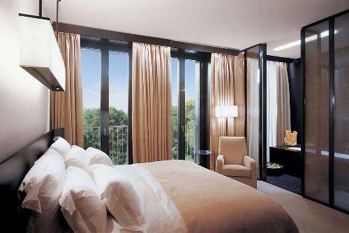 Люкс c панорамными окнами в ''Bulgari Resorts''