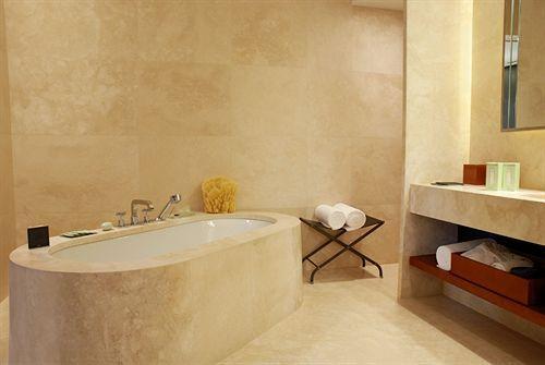 Ванная комната с банными и гигиеническими принадлежностями