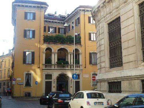 Импозантное здание ''Gran Duca Di York'' невозможно не заметить