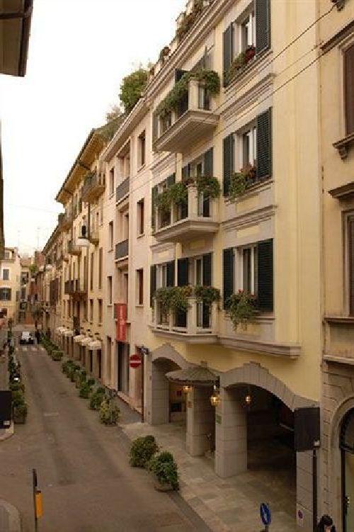''Manzoni'' находится вблизи таких достопримечательностей, как оперный театр Ла Скала, Кафедральный собор и музей Багатти Вальчесси