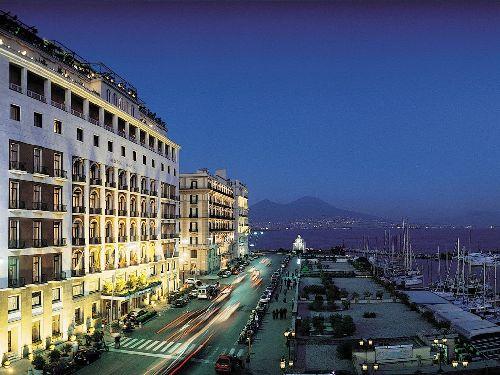 У ''Grand Hotel Vesuvio'' много неоспоримых преимуществ, одним из них является привилигированное местоположение