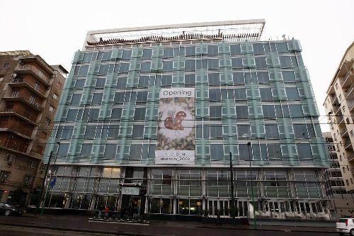 В отличие от многих других отелей ''Hotel Romeo'' имеет современный архитектурный облик