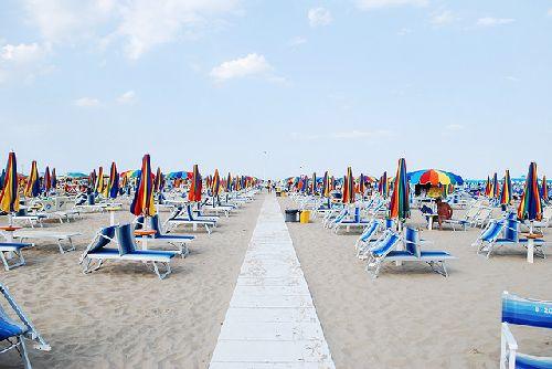 Купальный сезон в Римини длится до середины сентября, после чего пляжи вмиг становятся пустыми