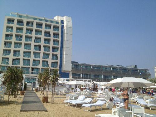 ''Hotel Excelsior'' занимает первую береговую линию