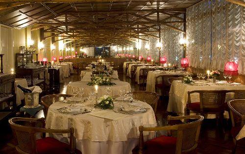 В ресторане отеля царит атмосфера романтики