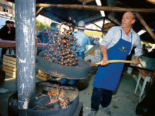 Процесс приготовления жареных каштанов