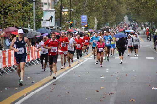 Марафонский забег ''Maratona di Palermo'' проходит при любой погоде
