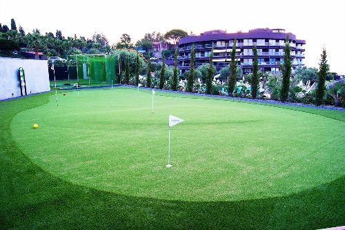 На досуге гости отеля могут поиграть в теннис