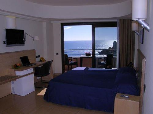 Двухместный номер с панорамными окнами в ''Panoramic Hotel''